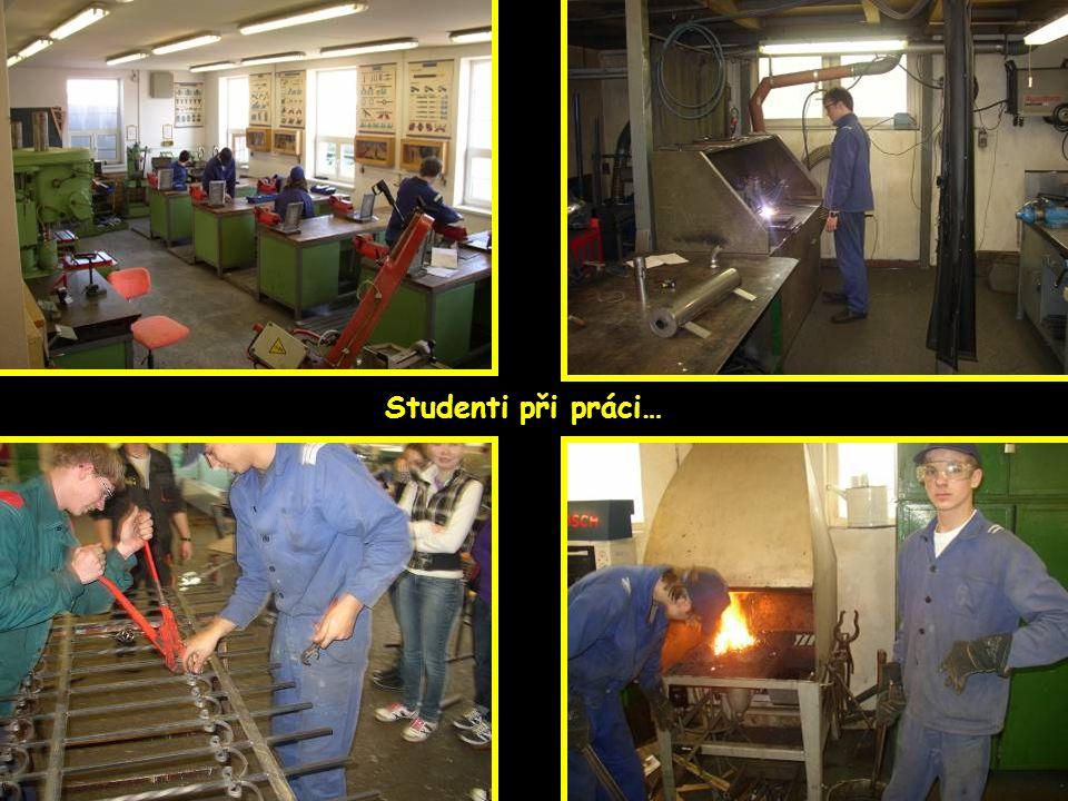 Studenti při práci…