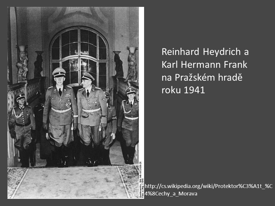 Reinhard Heydrich a Karl Hermann Frank na Pražském hradě roku 1941