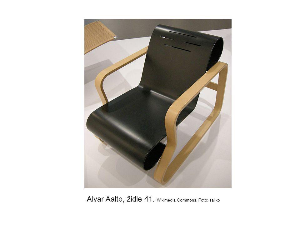 Alvar Aalto, židle 41. Wikimedia Commons. Foto: sailko