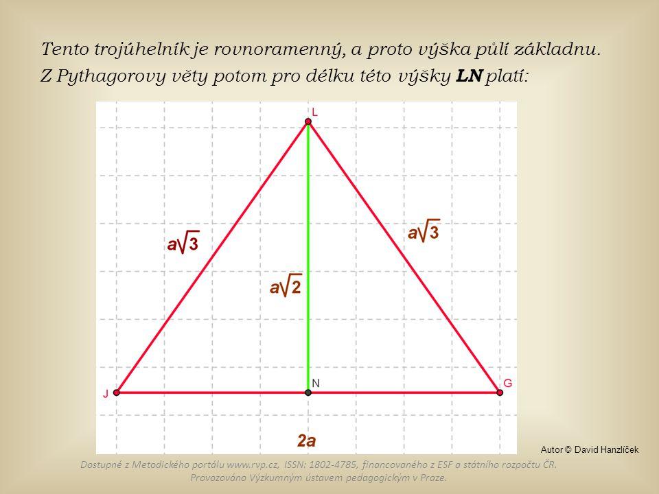 Tento trojúhelník je rovnoramenný, a proto výška půlí základnu.
