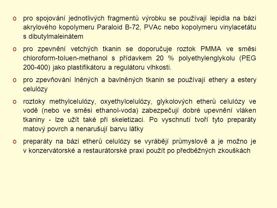 pro spojování jednotlivých fragmentů výrobku se používají lepidla na bázi akrylového kopolymeru Paraloid B-72, PVAc nebo kopolymeru vinylacetátu s dibutylmaleinátem
