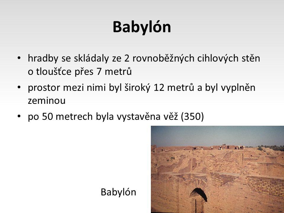 Babylón hradby se skládaly ze 2 rovnoběžných cihlových stěn o tloušťce přes 7 metrů. prostor mezi nimi byl široký 12 metrů a byl vyplněn zeminou.