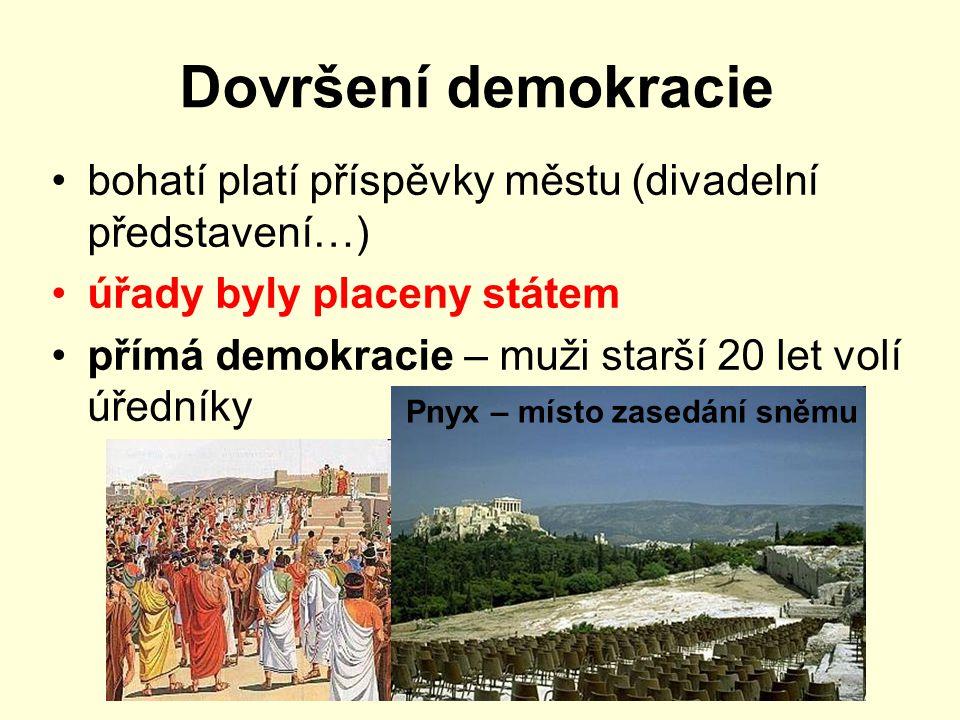 Dovršení demokracie bohatí platí příspěvky městu (divadelní představení…) úřady byly placeny státem.