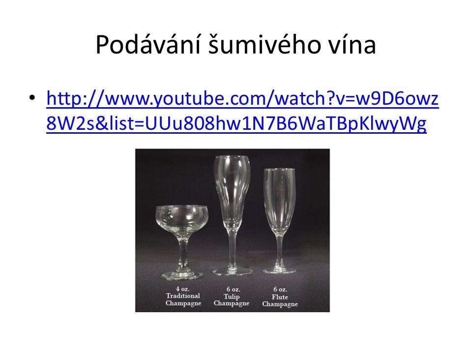 Podávání šumivého vína
