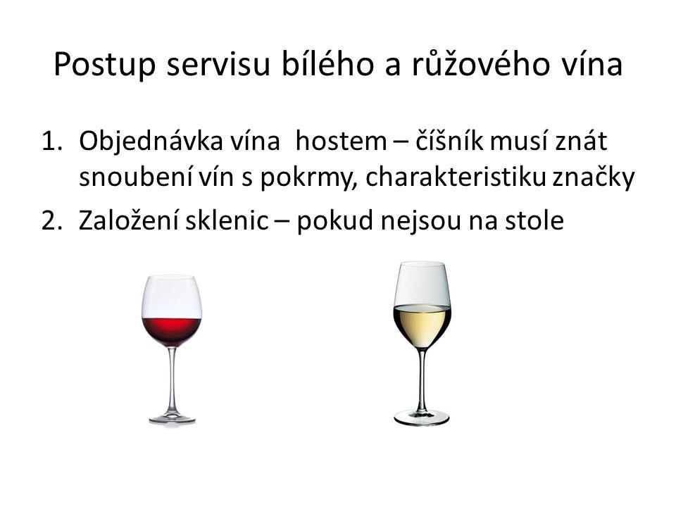 Postup servisu bílého a růžového vína
