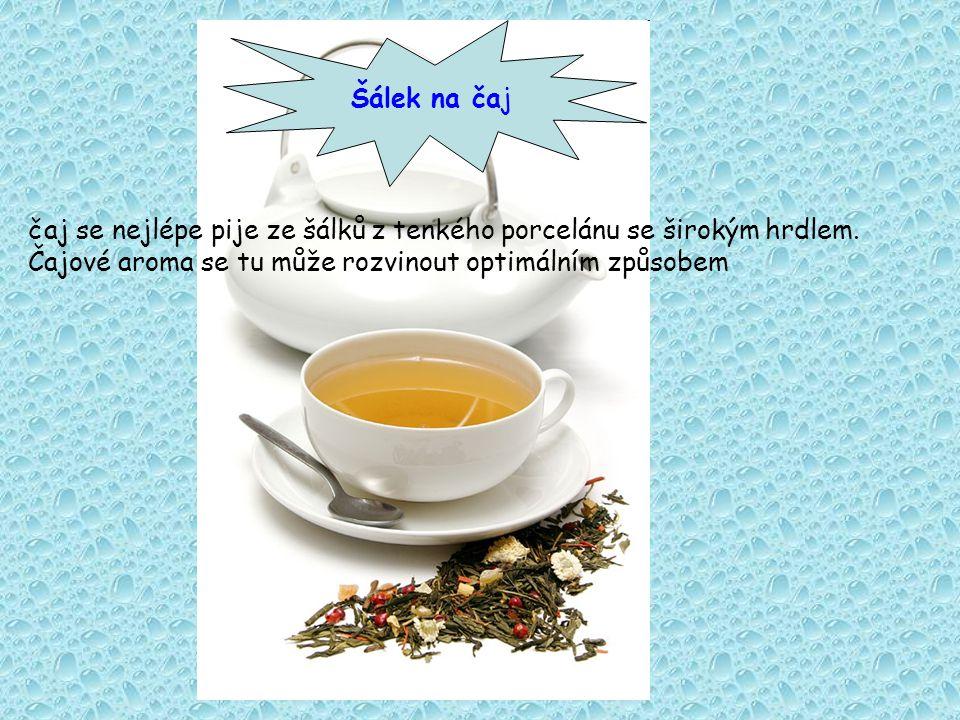 Šálek na čaj čaj se nejlépe pije ze šálků z tenkého porcelánu se širokým hrdlem.