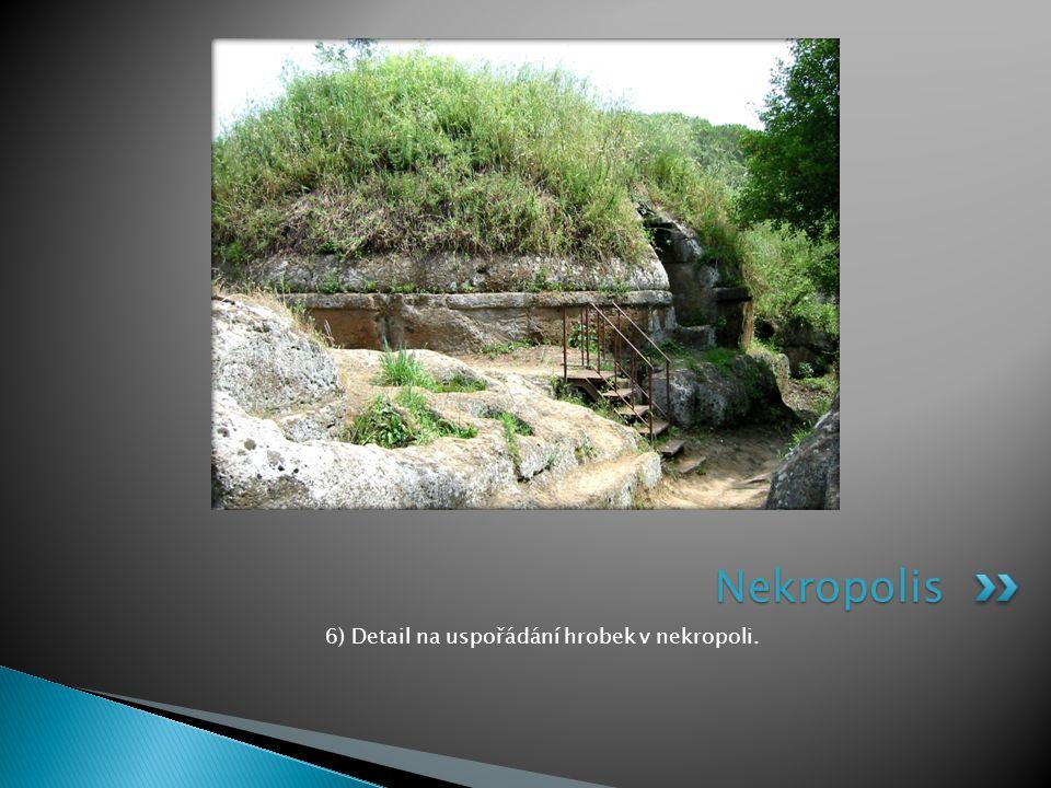 6) Detail na uspořádání hrobek v nekropoli.