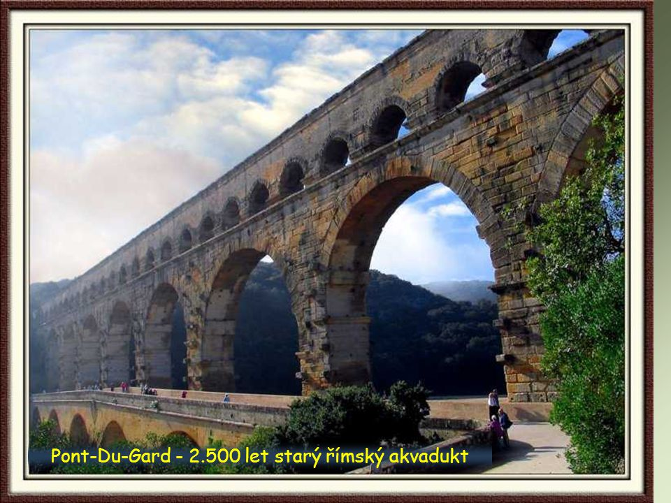 Pont-Du-Gard - 2.500 let starý římský akvadukt