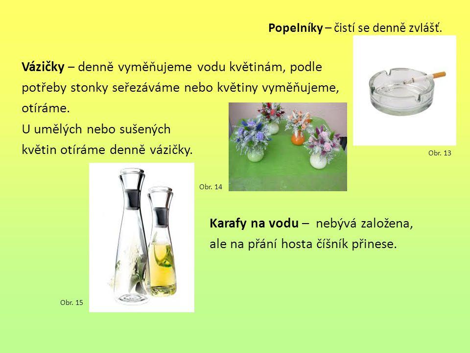 Vázičky – denně vyměňujeme vodu květinám, podle