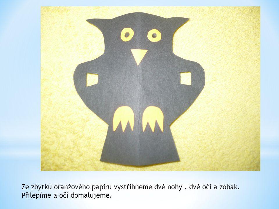 Ze zbytku oranžového papíru vystřihneme dvě nohy , dvě oči a zobák