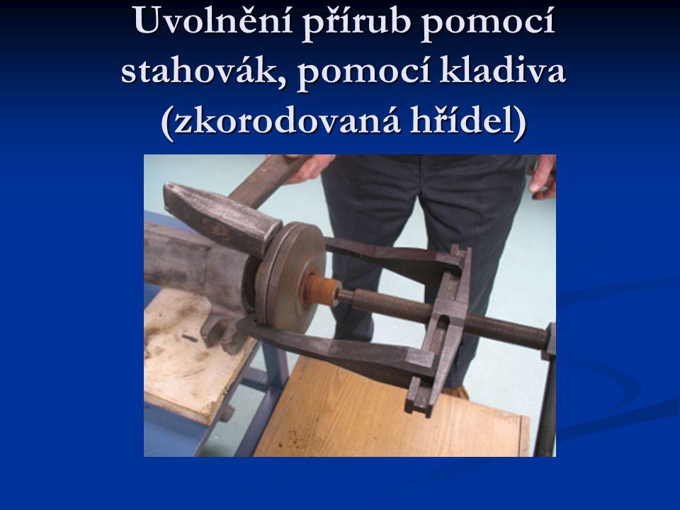Uvolnění přírub pomocí stahovák, pomocí kladiva (zkorodovaná hřídel)