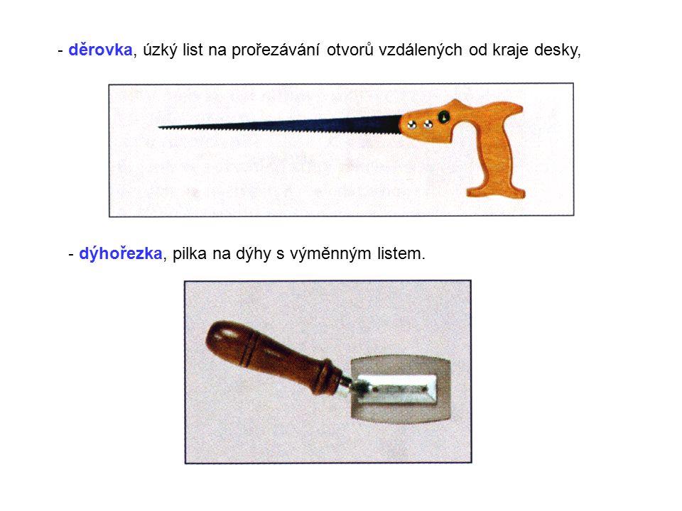 děrovka, úzký list na prořezávání otvorů vzdálených od kraje desky,