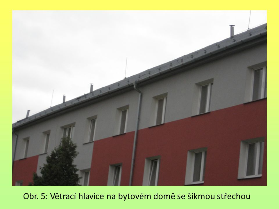 Obr. 5: Větrací hlavice na bytovém domě se šikmou střechou