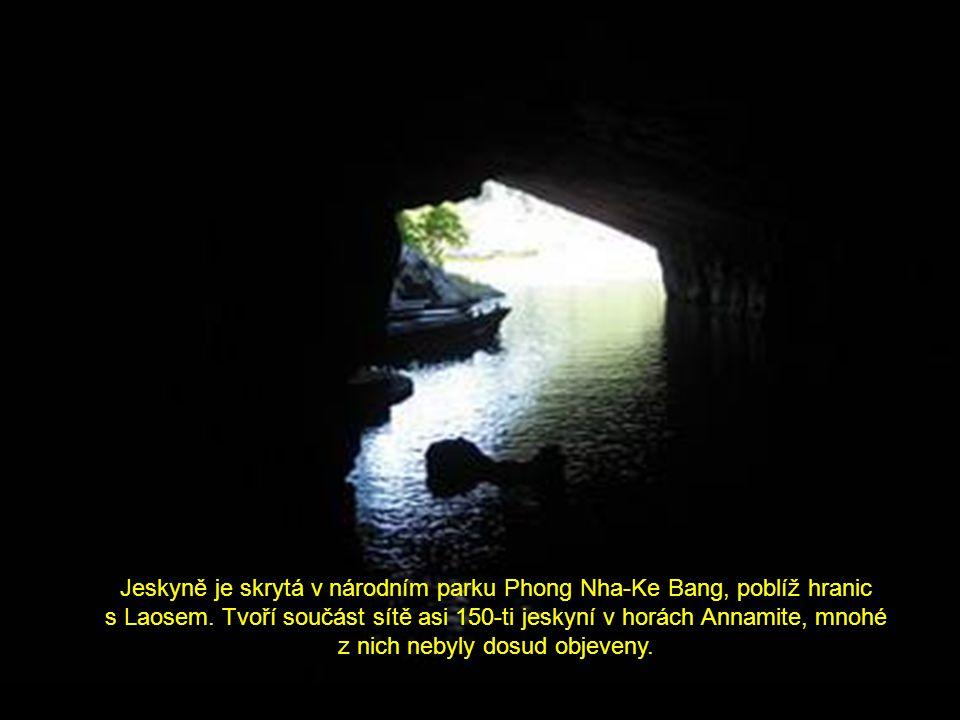 Jeskyně je skrytá v národním parku Phong Nha-Ke Bang, poblíž hranic s Laosem.