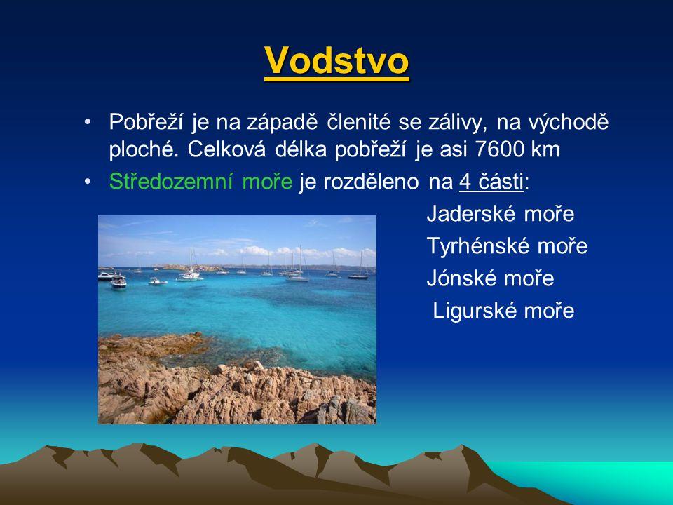 Vodstvo Pobřeží je na západě členité se zálivy, na východě ploché. Celková délka pobřeží je asi 7600 km.