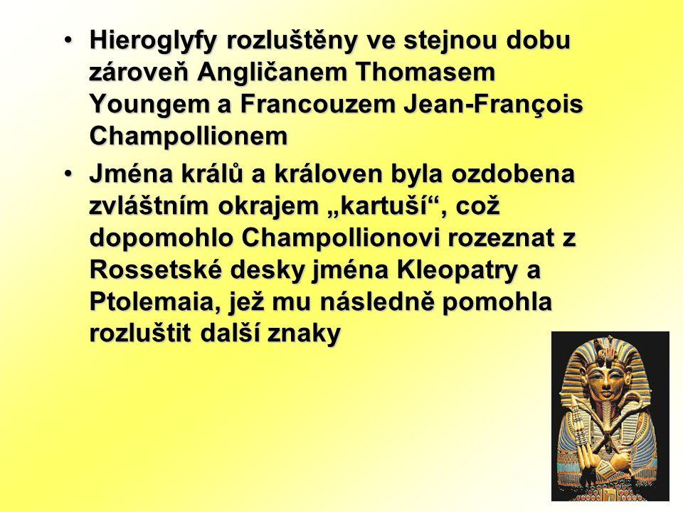 Hieroglyfy rozluštěny ve stejnou dobu zároveň Angličanem Thomasem Youngem a Francouzem Jean-François Champollionem
