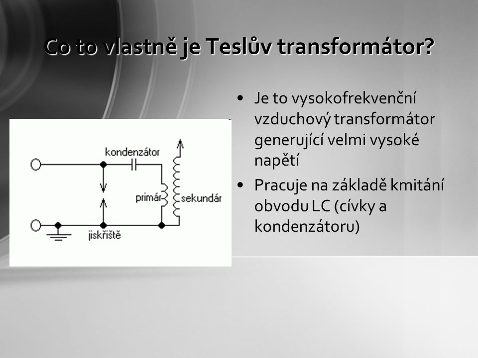 Co to vlastně je Teslův transformátor