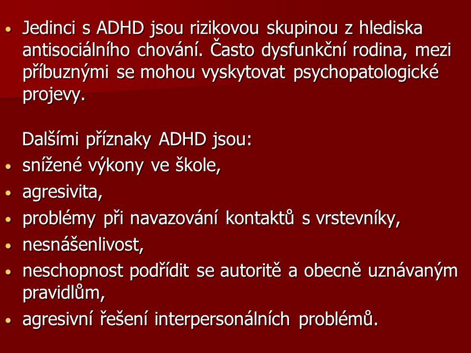 Jedinci s ADHD jsou rizikovou skupinou z hlediska antisociálního chování. Často dysfunkční rodina, mezi příbuznými se mohou vyskytovat psychopatologické projevy.