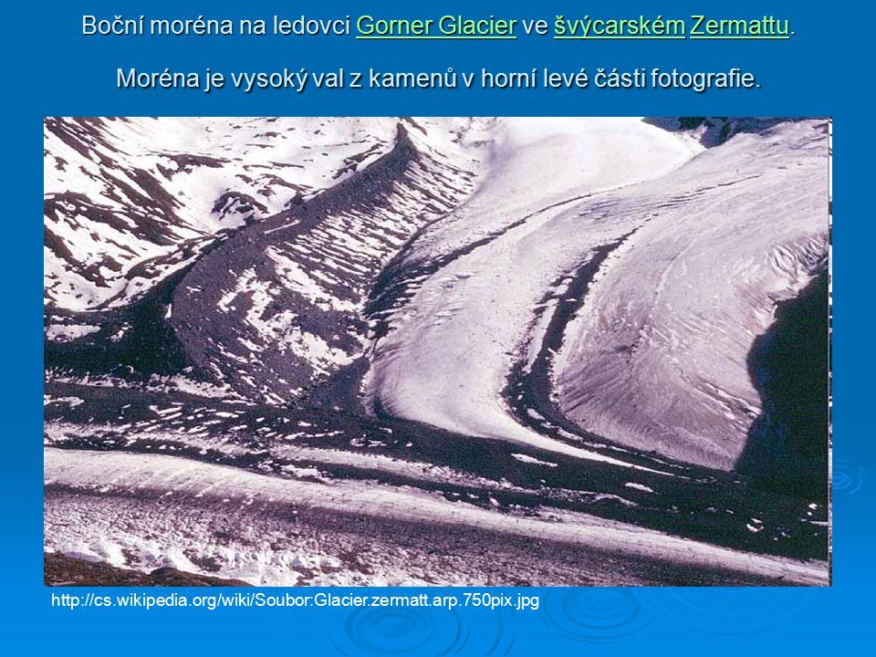 Boční moréna na ledovci Gorner Glacier ve švýcarském Zermattu