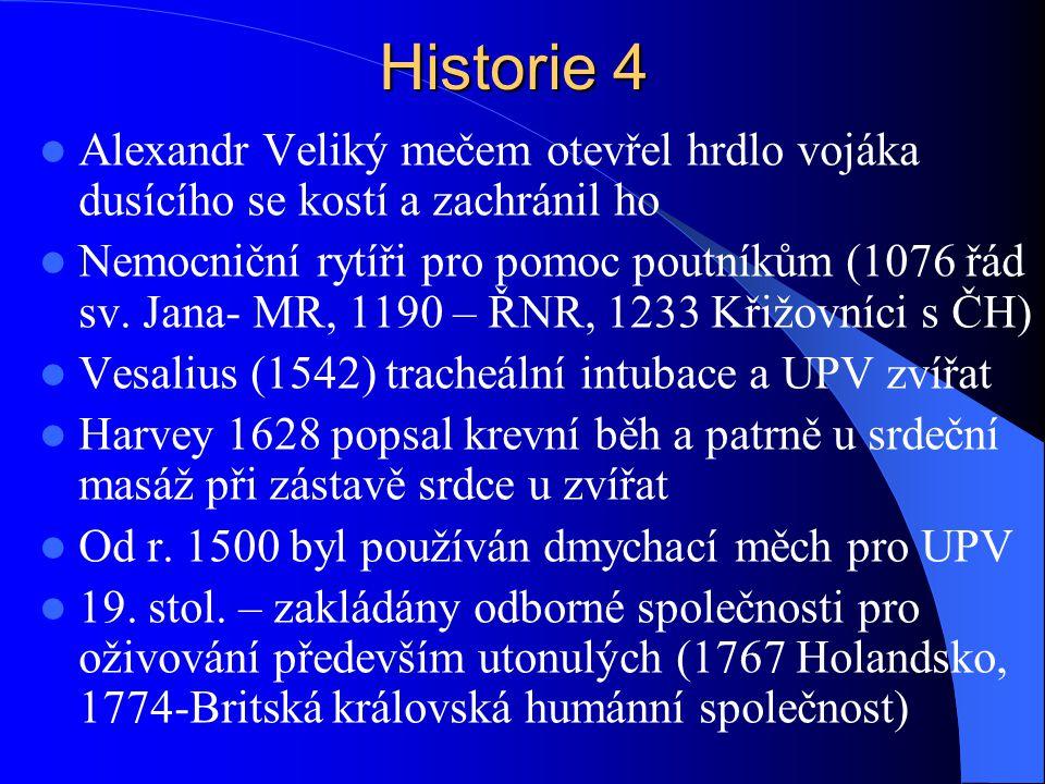 Historie 4 Alexandr Veliký mečem otevřel hrdlo vojáka dusícího se kostí a zachránil ho.
