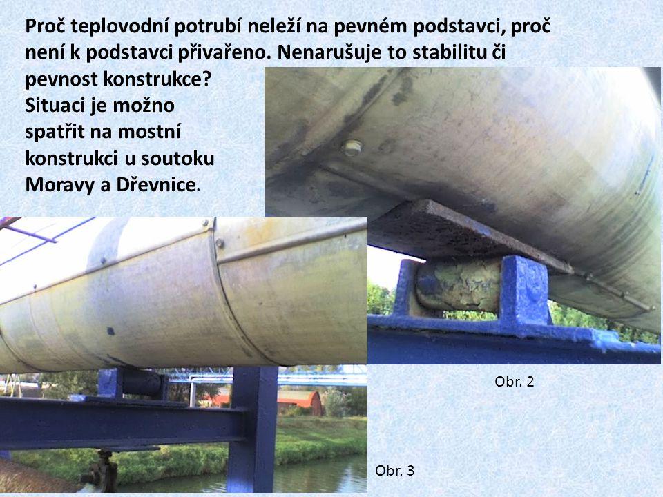 Proč teplovodní potrubí neleží na pevném podstavci, proč není k podstavci přivařeno. Nenarušuje to stabilitu či pevnost konstrukce