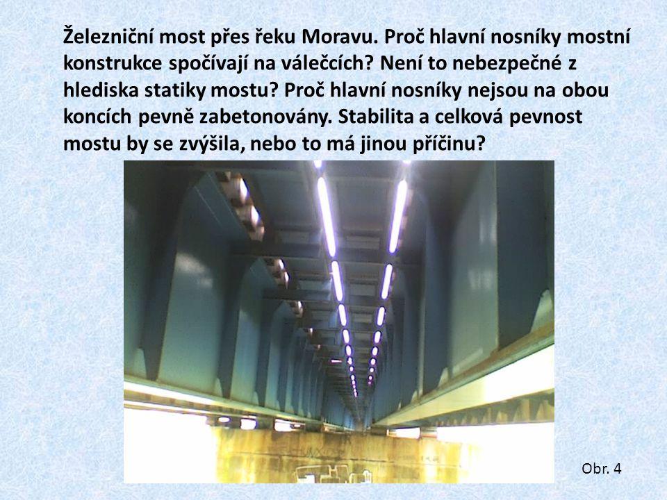 Železniční most přes řeku Moravu
