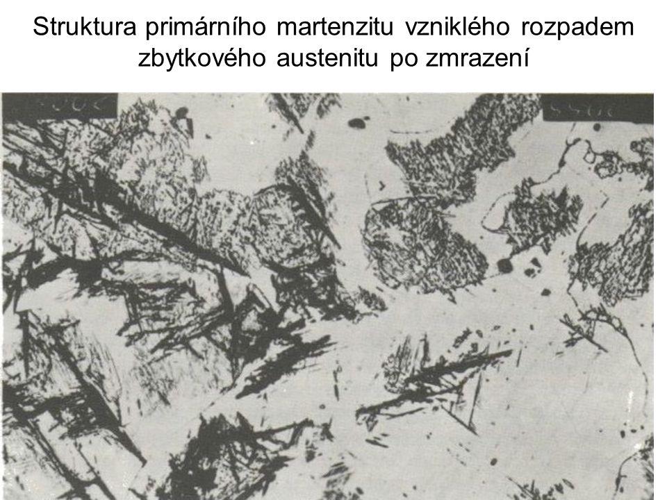 Struktura primárního martenzitu vzniklého rozpadem zbytkového austenitu po zmrazení