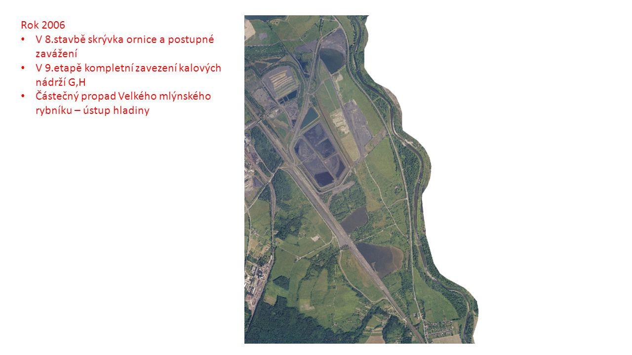 Rok 2006 V 8.stavbě skrývka ornice a postupné zavážení. V 9.etapě kompletní zavezení kalových nádrží G,H.