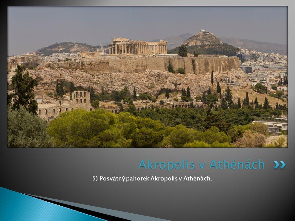 5) Posvátný pahorek Akropolis v Athénách.