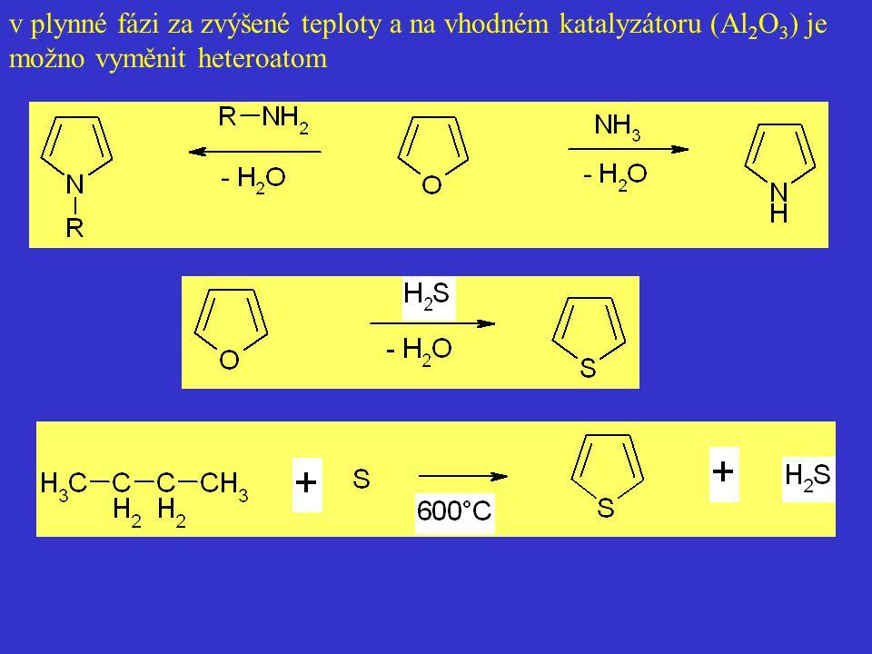 v plynné fázi za zvýšené teploty a na vhodném katalyzátoru (Al2O3) je možno vyměnit heteroatom