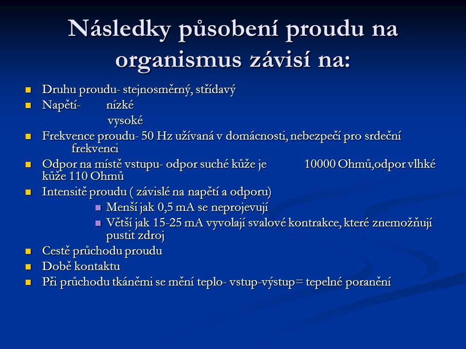 Následky působení proudu na organismus závisí na:
