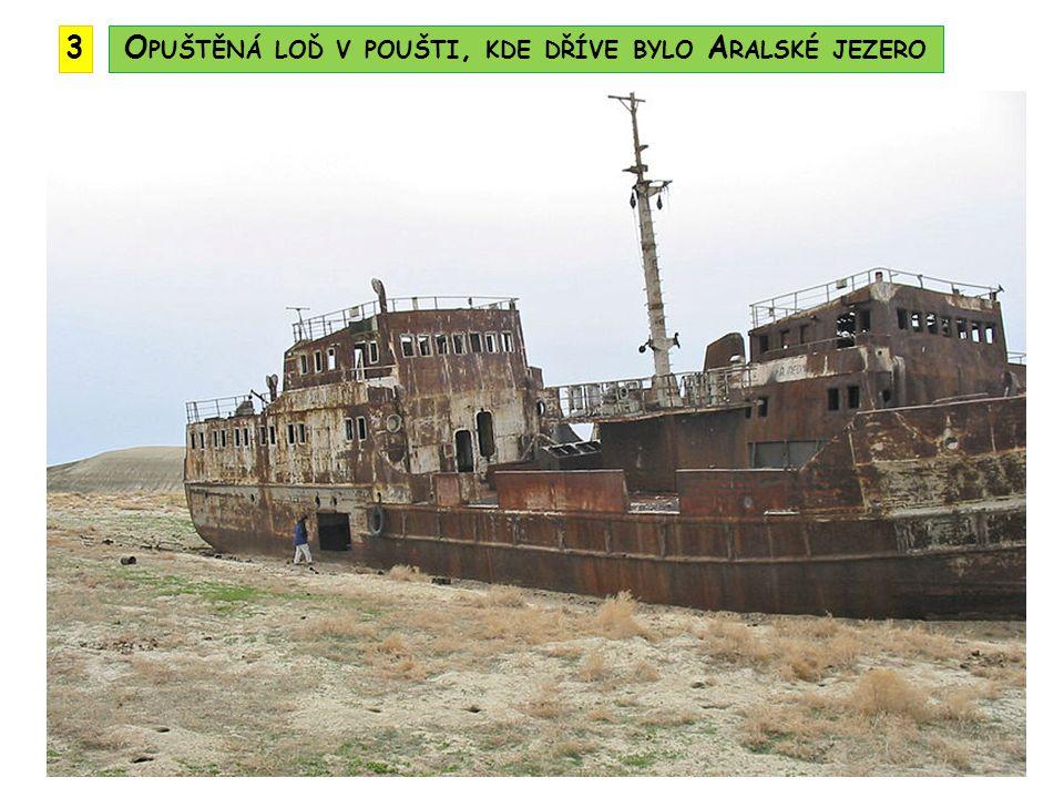Opuštěná loď v poušti, kde dříve bylo Aralské jezero