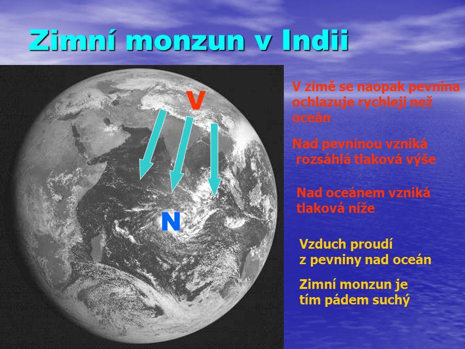 Zimní monzun v Indii V zimě se naopak pevnina ochlazuje rychleji než oceán. V. Nad pevninou vzniká.