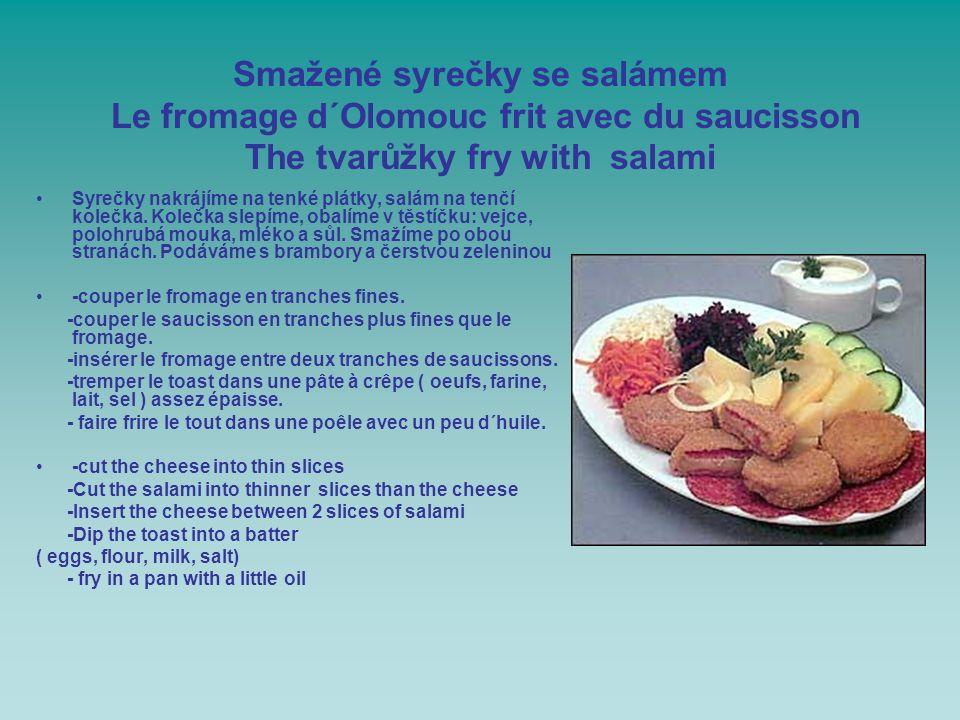 Smažené syrečky se salámem Le fromage d´Olomouc frit avec du saucisson The tvarůžky fry with salami
