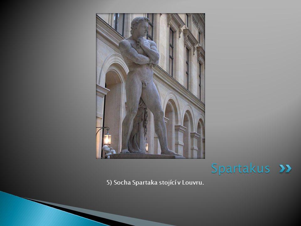 5) Socha Spartaka stojící v Louvru.
