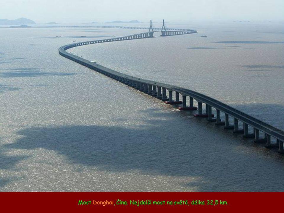 Most Donghai, Čína. Nejdelší most na světě, délka 32,5 km.