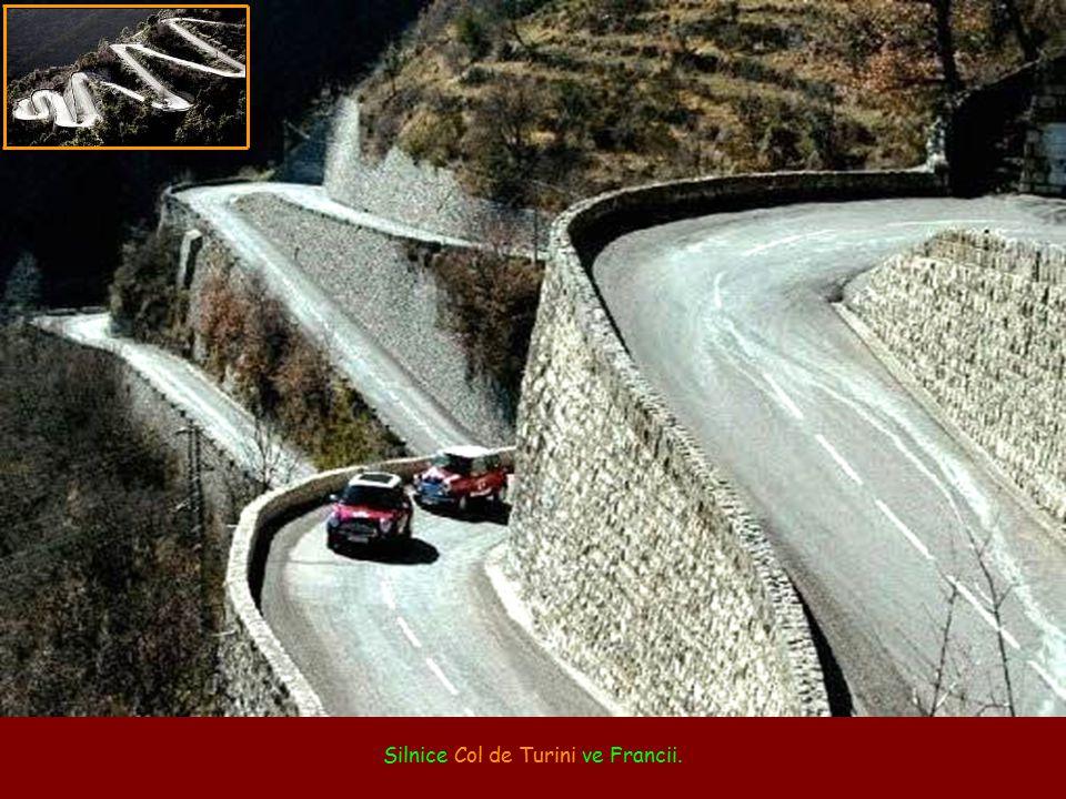 Silnice Col de Turini ve Francii.