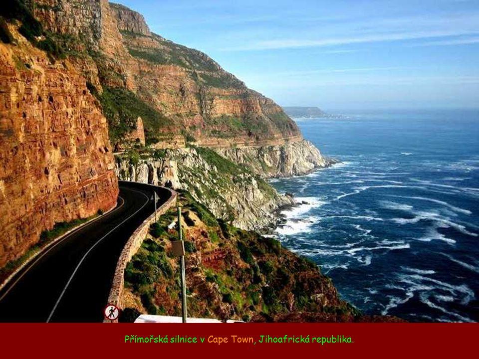 Přímořská silnice v Cape Town, Jihoafrická republika.