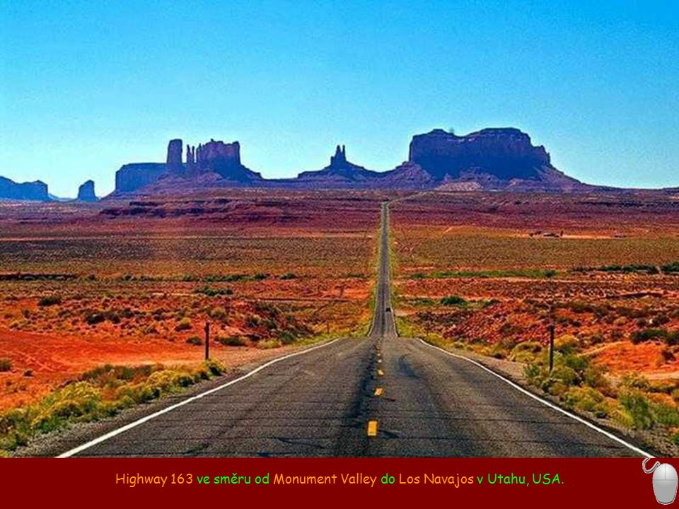 Highway 163 ve směru od Monument Valley do Los Navajos v Utahu, USA.