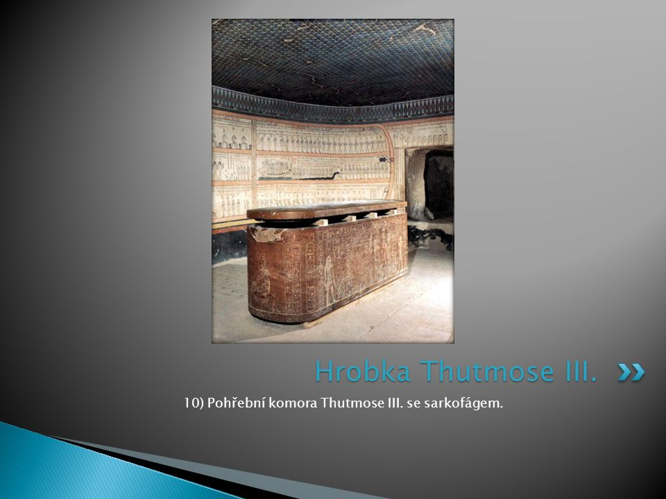 10) Pohřební komora Thutmose III. se sarkofágem.