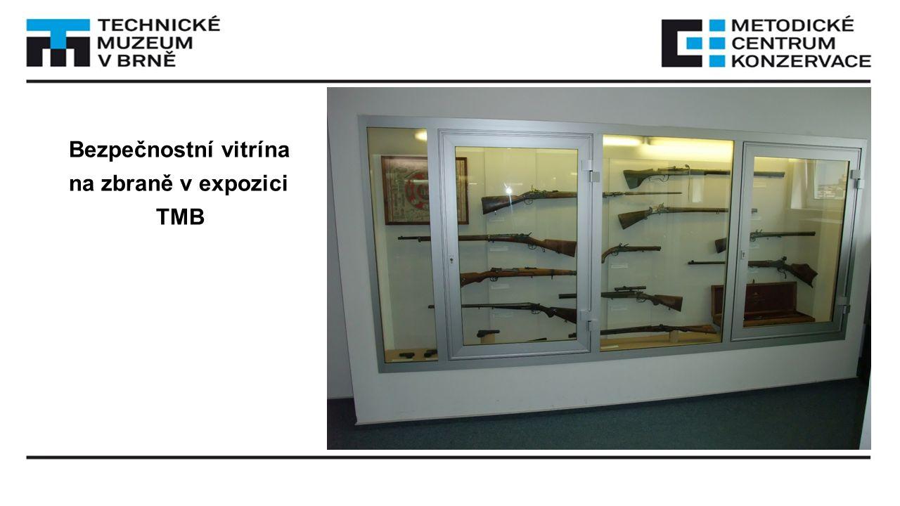 Bezpečnostní vitrína na zbraně v expozici TMB