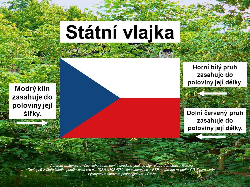 Státní vlajka Modrý klín zasahuje do poloviny její šířky.