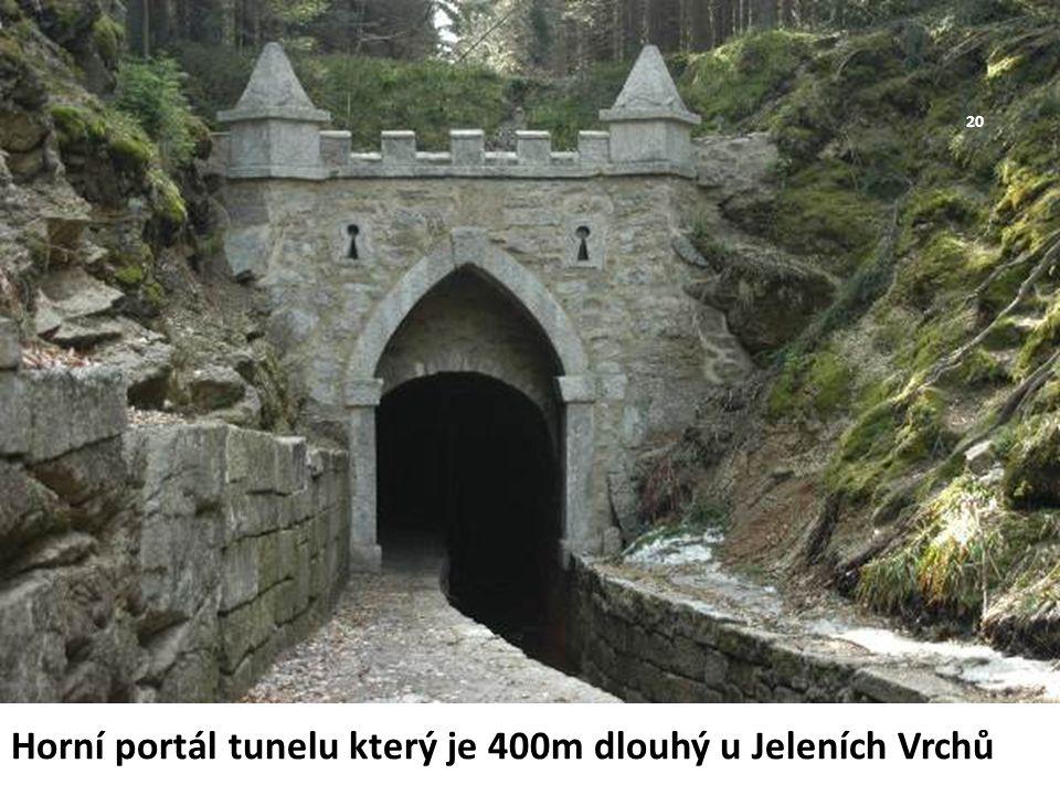 Horní portál tunelu který je 400m dlouhý u Jeleních Vrchů