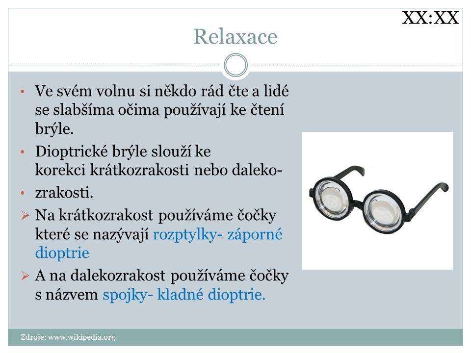 XX:XX Relaxace. Ve svém volnu si někdo rád čte a lidé se slabšíma očima používají ke čtení brýle.