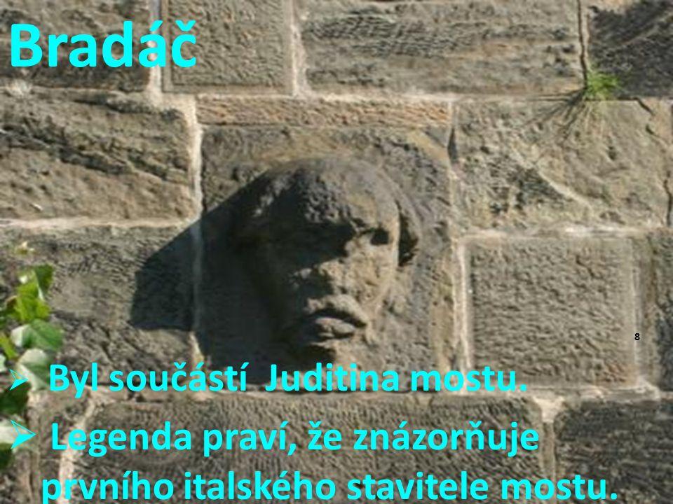 Bradáč Legenda praví, že znázorňuje prvního italského stavitele mostu.