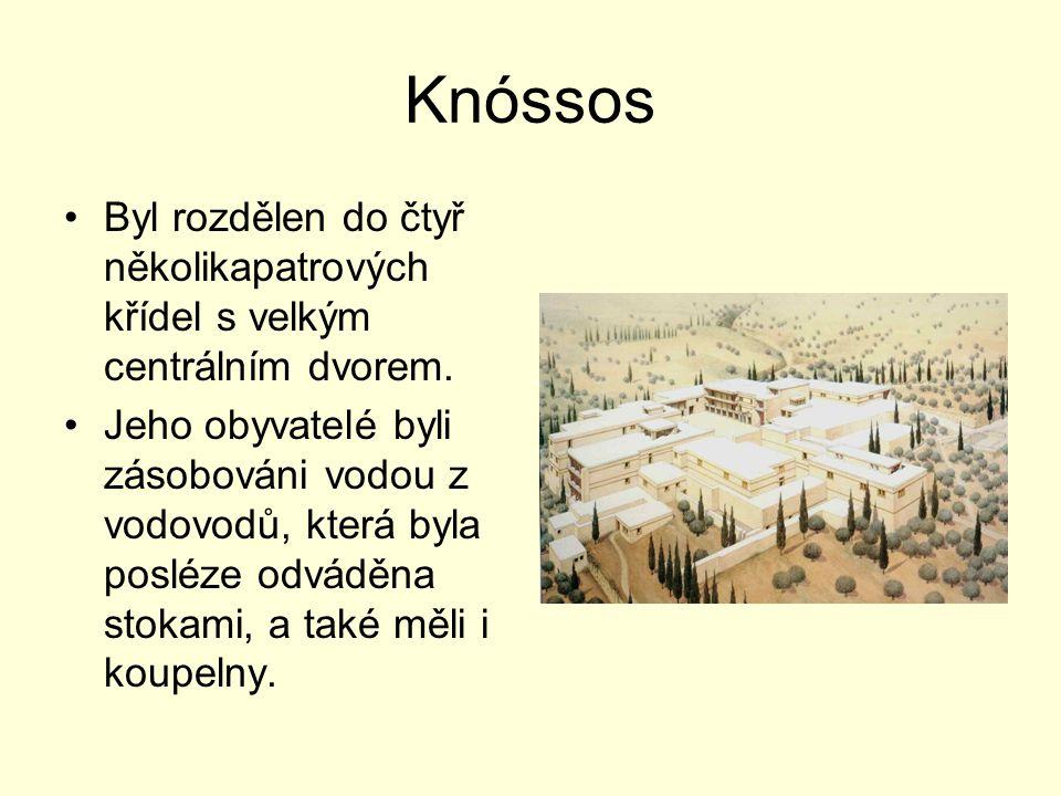 Knóssos Byl rozdělen do čtyř několikapatrových křídel s velkým centrálním dvorem.