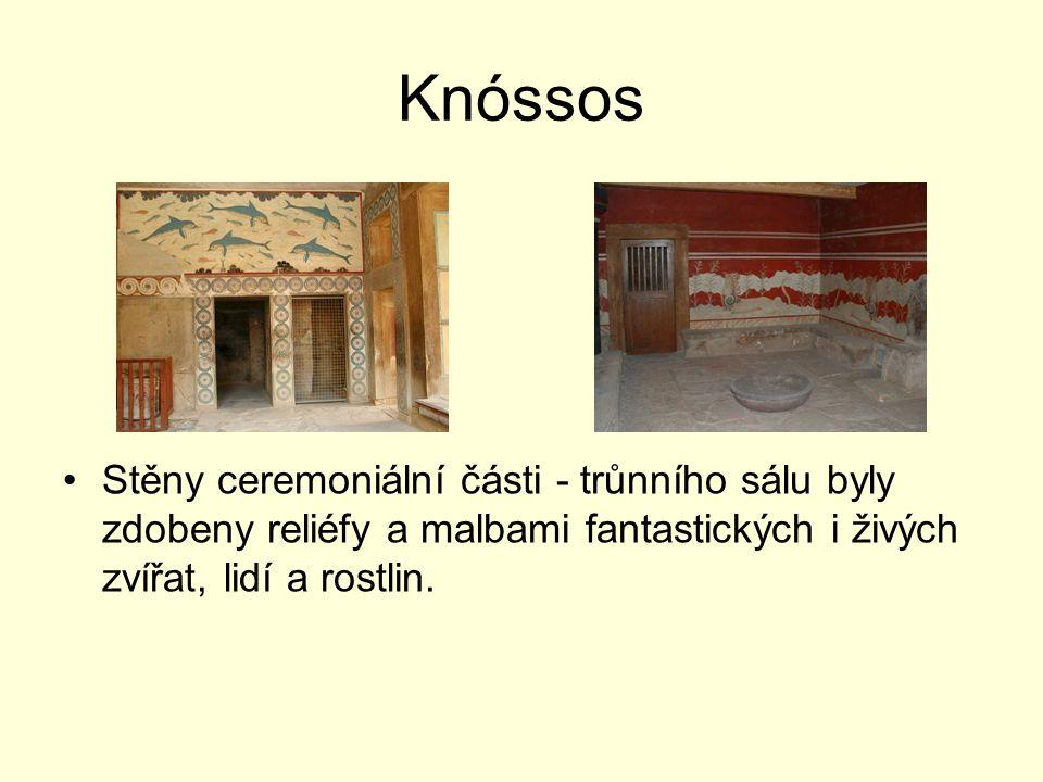 Knóssos Stěny ceremoniální části - trůnního sálu byly zdobeny reliéfy a malbami fantastických i živých zvířat, lidí a rostlin.