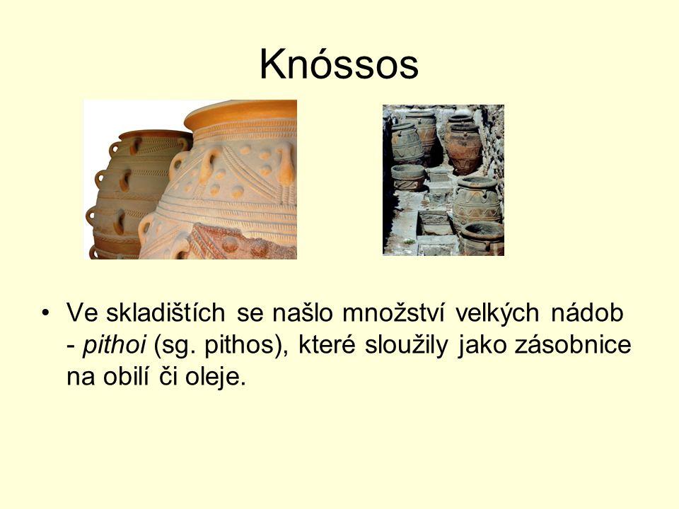 Knóssos Ve skladištích se našlo množství velkých nádob - pithoi (sg.