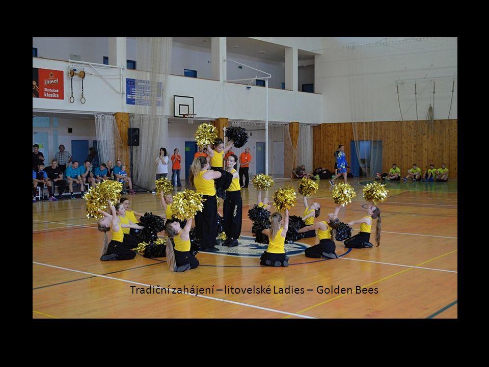 Tradiční zahájení – litovelské Ladies – Golden Bees