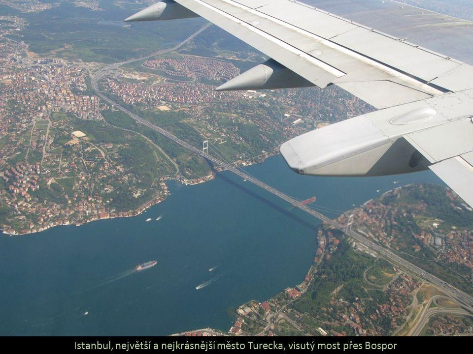 Istanbul, největší a nejkrásnější město Turecka, visutý most přes Bospor